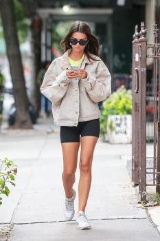 Emily Ratajkowski heading to the gym in NYC 10/5/18  t6rmewsu3h.jpg