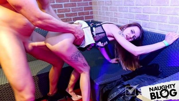 Backstage Bangers - Ass Eating Man Dines On Sexy Brunette