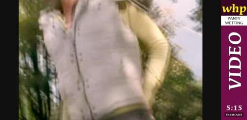 Mandy More soaks her tight pants in the park.
