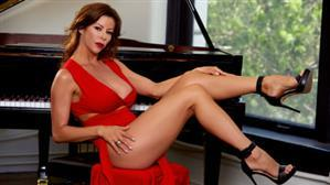 hollyrandall-18-08-30-alexis-fawx-lady-in-red.jpg