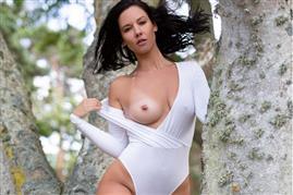 playboyplus-18-10-11-joelina-sensual-grove.jpg