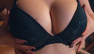 nothingbutcurves-18-10-09-lisha-blackhurst-something-got-your-attention.jpg