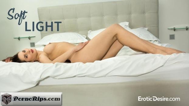 eroticdesire-18-10-13-mikki-soft-light.jpg