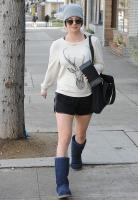 kaley-cuoco-out-and-about-la-december-172014-x21-1.jpg