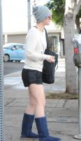 kaley-cuoco-out-and-about-la-december-172014-x21-16.jpg