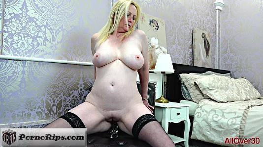 allover30-18-10-17-suzie-stone-ladies-with-toys.jpg