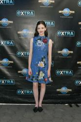 Mackenzie Foy - On the set of Extra in Hollywood - 10/17/18 b6rtc0tx4j.jpg