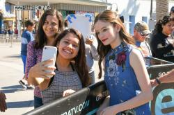 Mackenzie Foy - On the set of Extra in Hollywood - 10/17/18 s6rtc1nzld.jpg