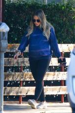 Hilary Duff - Out & about in Los Angeles - 10.18.2018 85850199_017