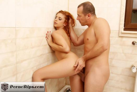 pornstreamlive-18-10-20-sarah-palmer-fucking-in-the-bathtub.jpg