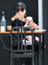 Eva Longoria - Out & about at the Gold Coast in Queensland - 10.20.2018 86079620_024