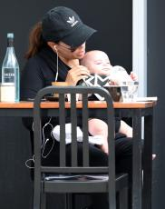 Eva Longoria - Out & about at the Gold Coast in Queensland - 10.20.2018 86079655_031