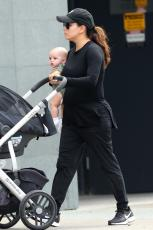 Eva Longoria - Out & about at the Gold Coast in Queensland - 10.20.2018 86079906_076