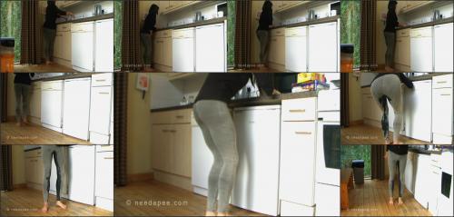 186_-_Rebekah_-_House_Chore_Wetting