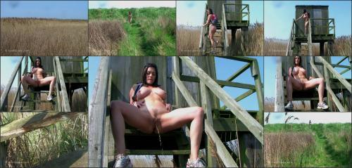 197_-_Rebekah_-_Naked_Trekking