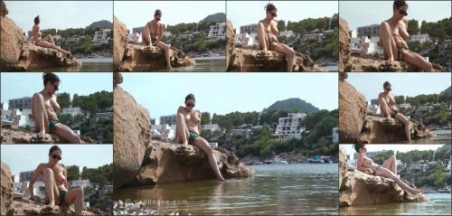 255_-_Rebekah_-_On_the_Rocks