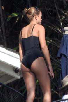 Sofia Richie in a swimsuit at a pool party in Malibu 10/1/18 c6rkducdr0.jpg