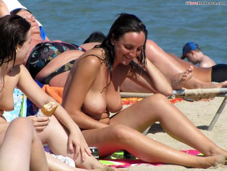 Cardi b strips totally naked in shocking